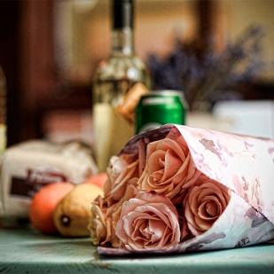A k běžnému nákupu ještě 7 růží jen tak sobě pro radost!
