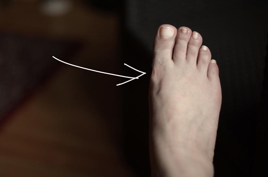 A tady je vidět moje upravená noha pouze jedním tahem ve Photoshopu. Od té doby, co s ním pracuji, nevěřím reklamám.