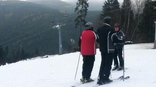 I zezadu a v lyžařském ...